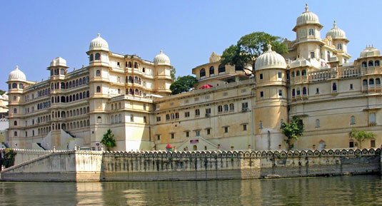 udaipur fort with rajasthan tour packages