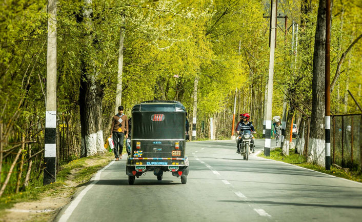 Boulevard Road in shrinagar