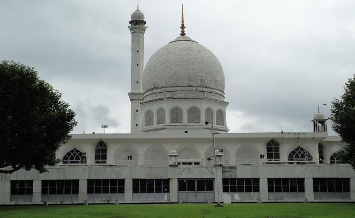 Hazratbal Mosque - a sacred Muslim shrine