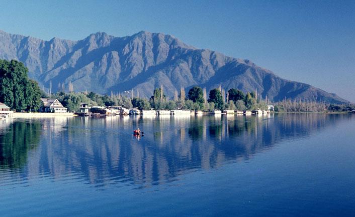 Nigeen Lake - A must-visit tourist spot in Srinagar