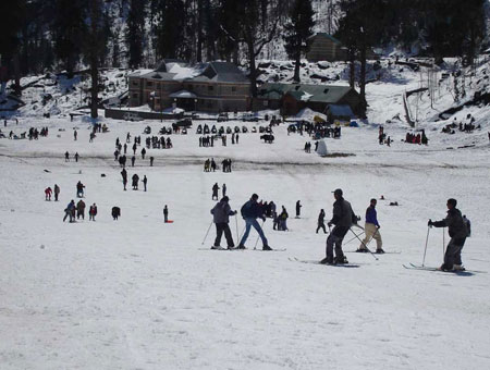 Skiing in shimla
