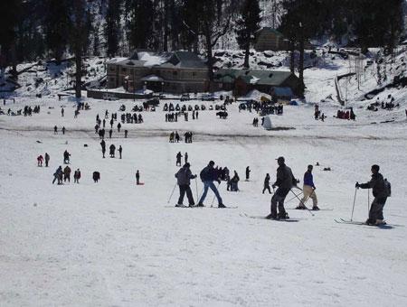 Skiing in shimla