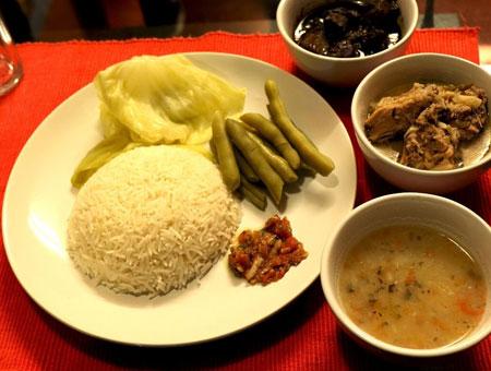 Taste local delicacies in Darjeeling