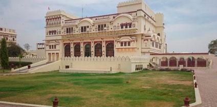 Roop Niwas palace